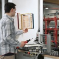 Multifunkční držák VARIO® Display System Wall 10